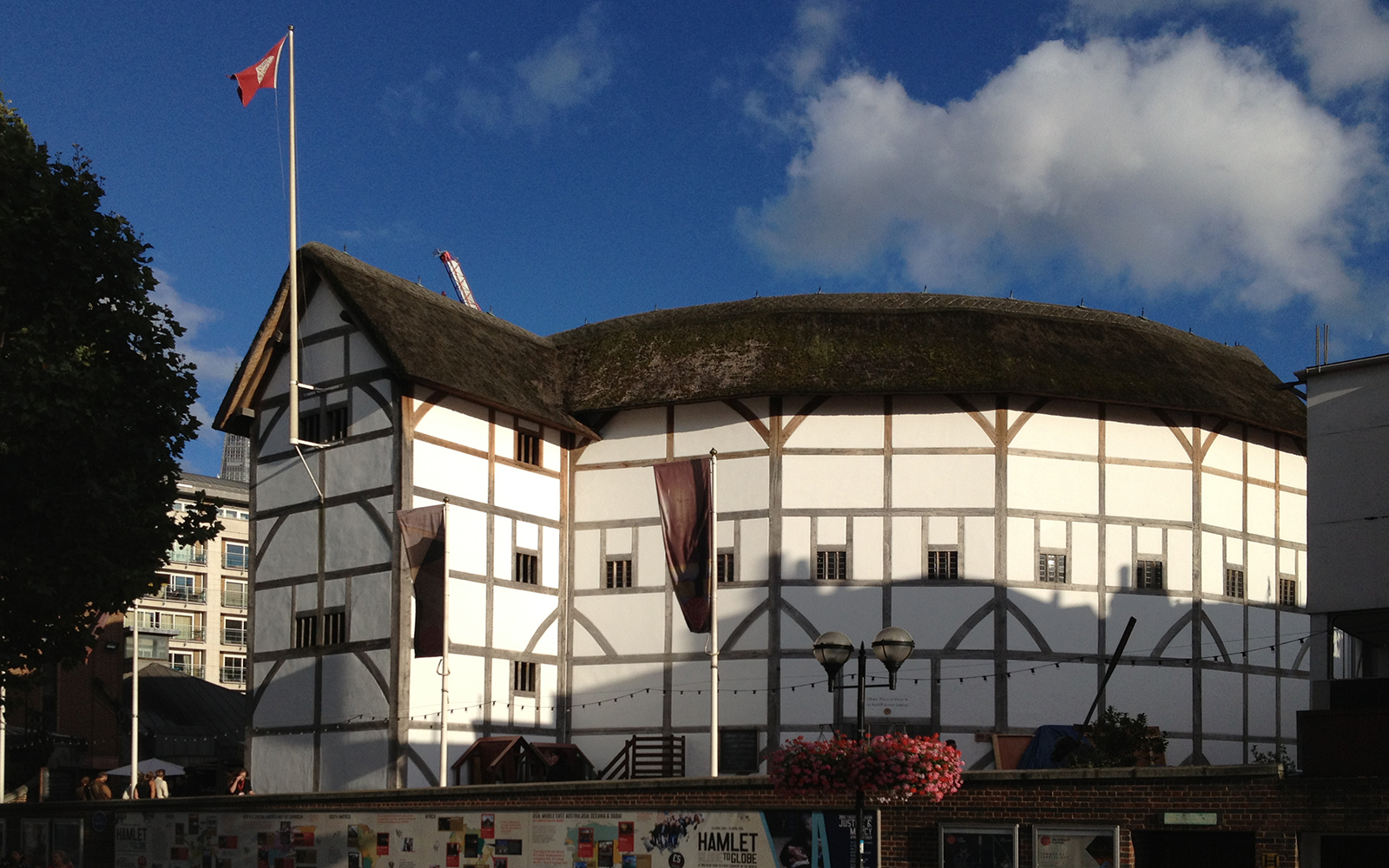 the history of the globe theater used in performance of shakespearean plays The globe theater was the original site for a lot of shakespeare's most famous and influential plays shakespeare and his acting troupe, lord chamberlain's men, decided to build their own theater when they were refused access to the special roofed facility, blackfriars theater.
